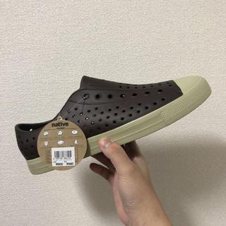 クロックス(crocs)のnative新品 M10 ブラウン28センチ(サンダル)