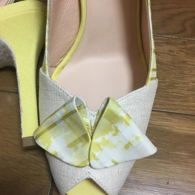 VII XII XXX(セヴントゥエルヴサーティ)の新品 Ⅶ Ⅻ ⅩⅩⅩ 春色イエロー パンプス風サンダル23.5cm レディースの靴/シューズ(サンダル)の商品写真