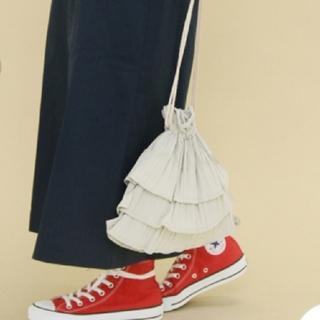 ケービーエフ(KBF)のKBF フリルプリーツ巾着BAG ライトグレー(ハンドバッグ)