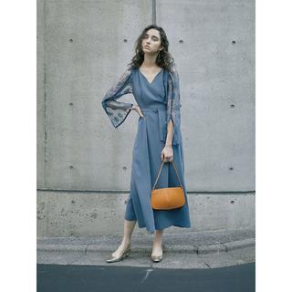 アメリヴィンテージ(Ameri VINTAGE)の新品 完売色 LACE SLEEVE REFINED DRESS ブルー(ロングドレス)