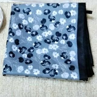 ジーユー(GU)のGU 花柄スカーフ(バンダナ/スカーフ)