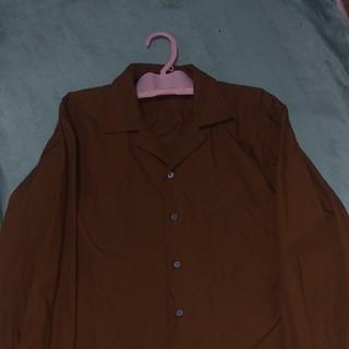 ユニクロ(UNIQLO)の開襟シャツ(ブラウン)(シャツ)