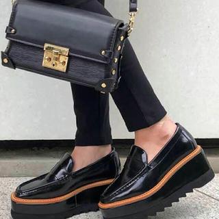 アンビー(ENVYM)のENVYM シャークソールローファー 未使用品(ローファー/革靴)