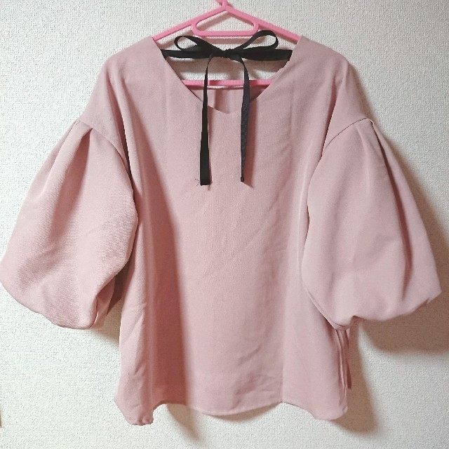 しまむら(シマムラ)のバックリボン ビッグスリーブトップス ピンク Mサイズ レディースのトップス(カットソー(長袖/七分))の商品写真