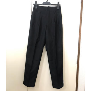 ジーユー(GU)のGU スラックス パンツ センタープレス テーパード 黒(クロップドパンツ)