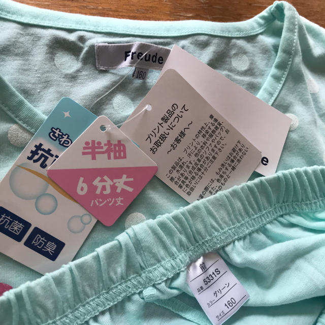 しまむら(シマムラ)の新品涼しげなドット袖裾ゴム入ラメプリントが可愛い160ルームウエア キッズ/ベビー/マタニティのキッズ服 女の子用(90cm~)(パジャマ)の商品写真