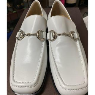グッチ(Gucci)のsnowdrop 専用❤️GUCCIグッチホースビット/レザーローファー/白7B(ローファー/革靴)