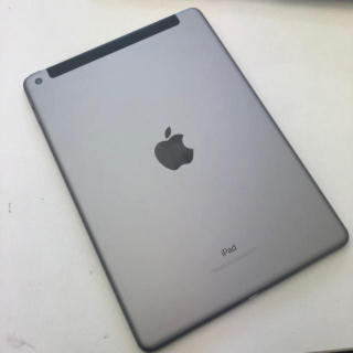 アイパッド(iPad)のipad 第六世代 スペースグレイ wifiモデル 32G(スマートフォン本体)