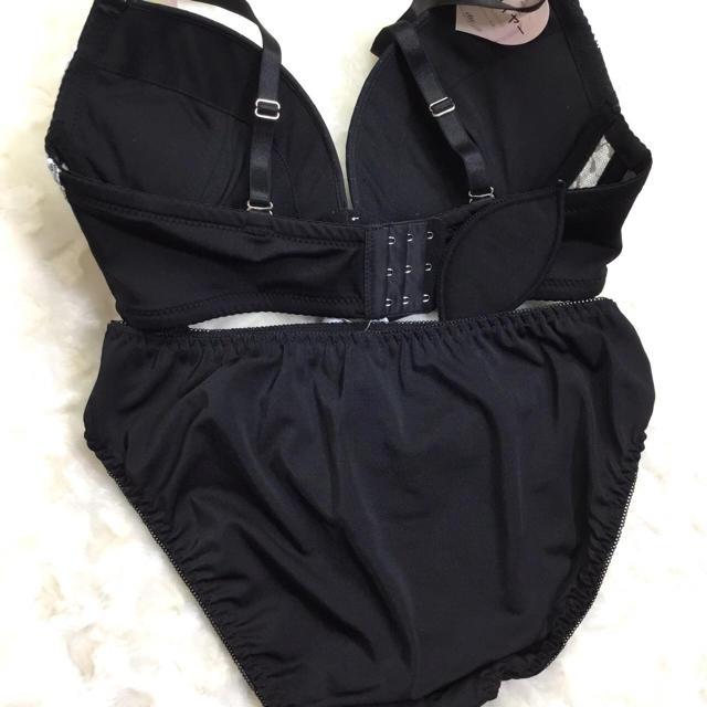 【新品】Eカップ☆ブラックふりふり ブラショーセット♡大きいサイズ E80LL レディースの下着/アンダーウェア(ブラ&ショーツセット)の商品写真