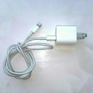 アイフォーン(iPhone)のアップル5W充電アダプター ライトニングケーブル1メートル(バッテリー/充電器)