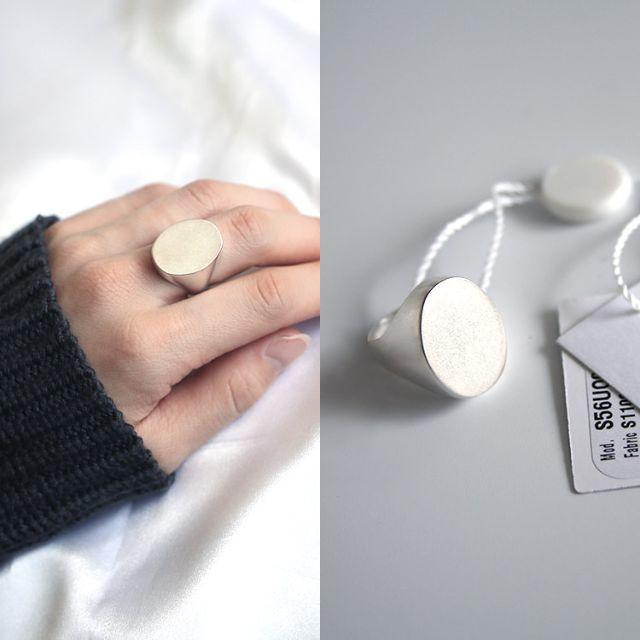 Maison Martin Margiela(マルタンマルジェラ)のメゾン マルジェラ シグネットオーバルリング ブラス 指輪 マルタン レディースのアクセサリー(リング(指輪))の商品写真