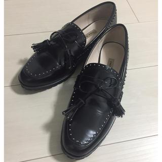 ザラ(ZARA)の【にこパンダさま専用】スタッズつきローファー(ローファー/革靴)