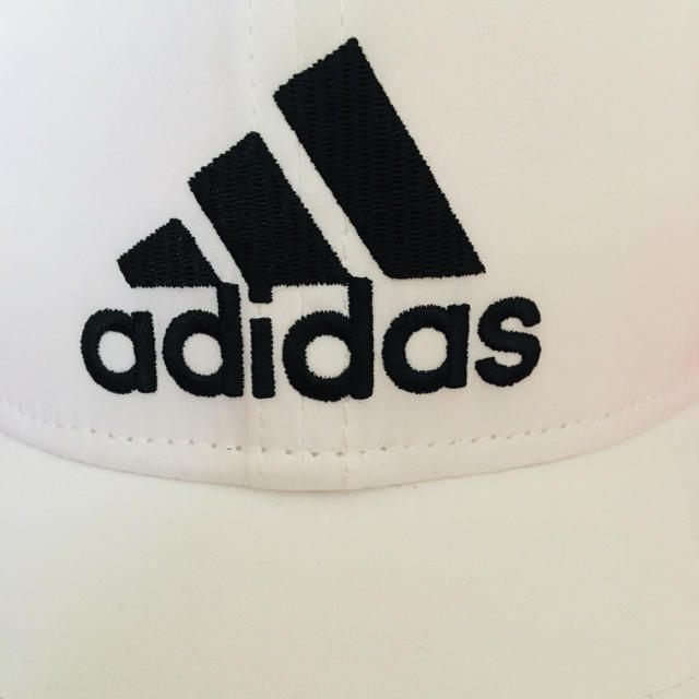 adidas(アディダス)のアディダスadidasキャップ白✨美品 レディースの帽子(キャップ)の商品写真