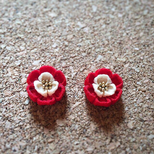 【再販】梅ピアス 赤×オフホワイト レディースの水着/浴衣(和装小物)の商品写真