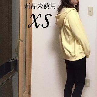 ジーユー(GU)の新品未使用 メンズ パーカー 黄色 XS(パーカー)