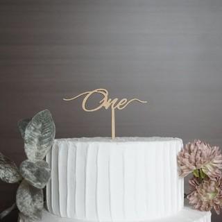 ファミリア(familiar)のケーキトッパー one 一歳 アニバーサリー 記念日 誕生日 飾り 木製(その他)