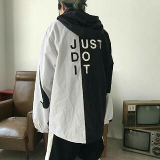 ナイキ(NIKE)のNIKE ナイキ ブラック&ホワイト ジャケット ファション 大人気 男女兼用 (ナイロンジャケット)