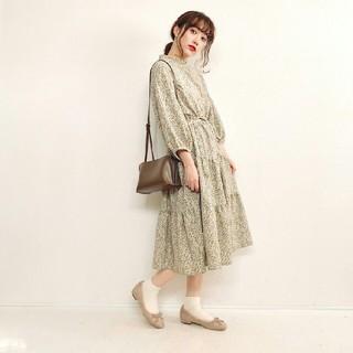 シマムラ(しまむら)の新品未使用タグ付き しまむら てらさん着用 プチハイネックワンピース(ひざ丈ワンピース)