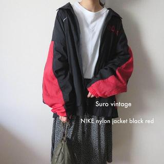 ナイキ(NIKE)の90s NIKE 刺繍 ナイロンジャケット 黒 赤 古着 レディース (ナイロンジャケット)