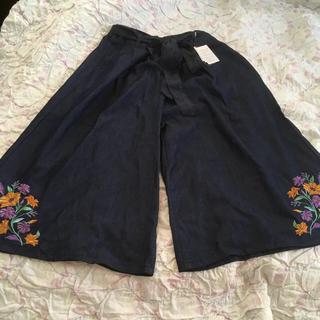 シマムラ(しまむら)のあきんだ様専用新品しまむらデニム風刺繍スカンツMネイビー・Mブルー2点(カジュアルパンツ)