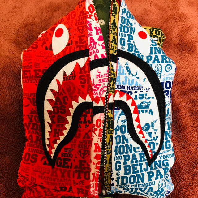 A BATHING APE(アベイシングエイプ)のbape xxv cities camo shark  メンズのトップス(パーカー)の商品写真
