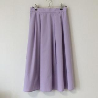 ジーユー(GU)のGU タックフレアスカート Mサイズ 美品(ロングスカート)