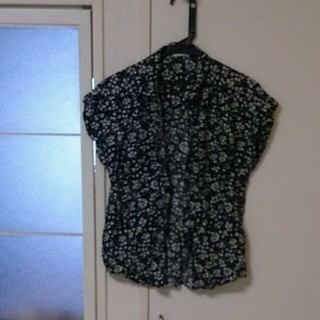 ジーユー(GU)のモノトーンシャツ(シャツ/ブラウス(半袖/袖なし))