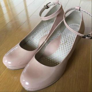 ジエンポリアム(THE EMPORIUM)のジエンポリアム the emporium 靴 ストラップ付きヒール パンプス(ハイヒール/パンプス)
