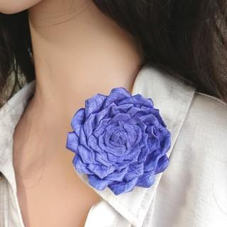 母の日に♪ロイヤルブルーバラ1輪つまみ細工ブローチ 髪飾りにも(コサージュ/ブローチ)
