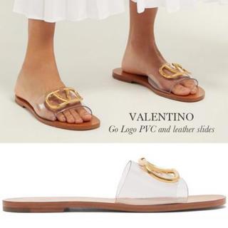ヴァレンティノ(VALENTINO)のVALENTINO GO ロゴ PVC レザー サンダル(サンダル)