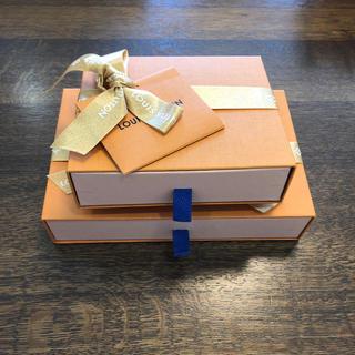 ルイヴィトン(LOUIS VUITTON)のLOUIS VUITTON クリスマス限定 空箱 2個セット(ショップ袋)