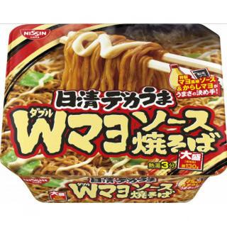 【まとめ買い】 カップ麺 日清 デカうま Wマヨソース焼そば 153g×12個(インスタント食品)
