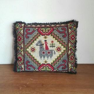 アッシュペーフランス(H.P.FRANCE)の【EOM さま】vintage 刺繍 クッション ✿ from Sweden(クッション)