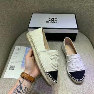 シャネル(CHANEL)のcChanelシャネル 靴 ホワイト(ローファー/革靴)
