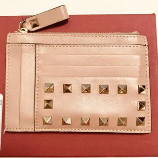 ヴァレンティノガラヴァーニ(valentino garavani)のヴァレンティノ  ロックスタッズジップカードフォルダーコインケースミニ財布(財布)