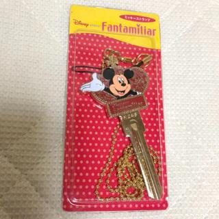 ディズニー(Disney)のDisneystore♡新品未開封 ファンタミリア ミッキーストラップ 非売品(ストラップ/イヤホンジャック)