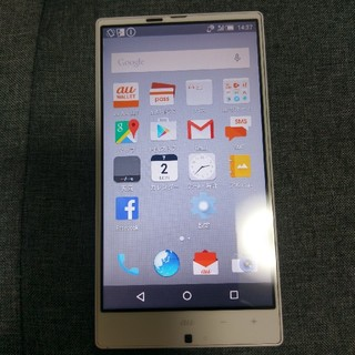 シャープ(SHARP)のAQUOS SERIE SHL25 au ホワイト 本体 スマートフォン(スマートフォン本体)