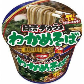 【まとめ買い】 カップ麺 日清 デカうま わかめそば 106g×12個(インスタント食品)