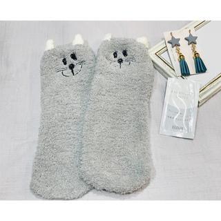 シセイドウ(SHISEIDO (資生堂))のエリクシール 化粧水 サンプル もこもこ 猫 靴下 ハンドメイドピアス(ルームウェア)