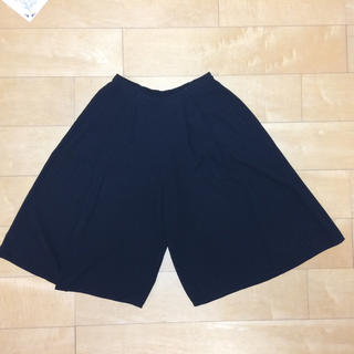 ジーユー(GU)のGU黒色夏用スカーチョ(キュロット)