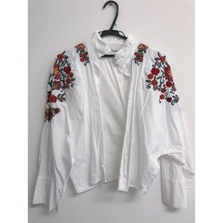 ザラ(ZARA)のZARA シャツ ブラウス 刺繍シャツ 花柄 韓国ファッション 値下げ 人気(シャツ/ブラウス(長袖/七分))