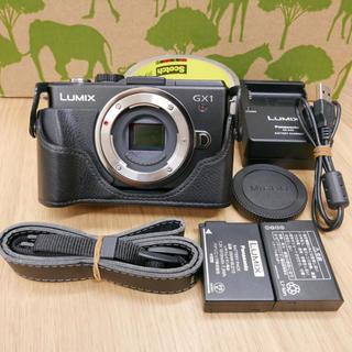 パナソニック(Panasonic)のLumix GX-1 ボディー ブラック ケース付き(ミラーレス一眼)