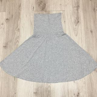 ジーユー(GU)のスカート グレー(ひざ丈スカート)