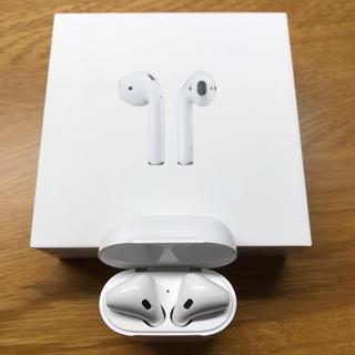 アップル(Apple)のAirPods with Charging Case MV7N2J/A(ヘッドフォン/イヤフォン)