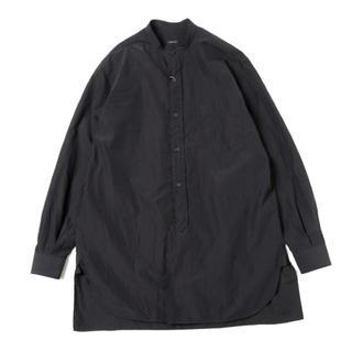 コモリ(COMOLI)のcomoli 19ss バンドカラーシャツ ブラック(シャツ)