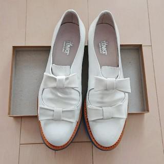 アトリエドゥサボン(l'atelier du savon)のLa TENACE エナメルリボンシューズ(ローファー/革靴)