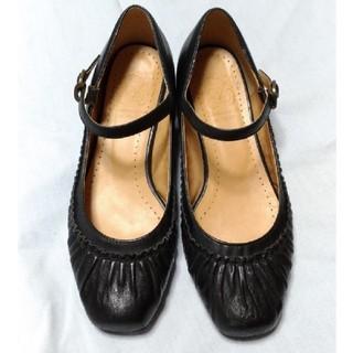 アカクラ(Akakura)のAkakuraストラップ付ローヒールパンプス(ローファー/革靴)