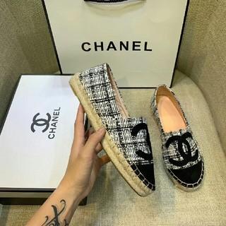 シャネル(CHANEL)の新しいカラーマッチング Chanelシャネル靴ホワイト  24(ローファー/革靴)