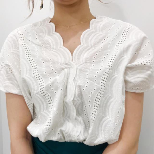 GU(ジーユー)の大人気GUスカラップレーストップス レディースのトップス(シャツ/ブラウス(半袖/袖なし))の商品写真