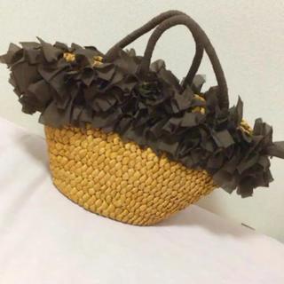 フリフリフリルの籠バック 美品(かごバッグ/ストローバッグ)